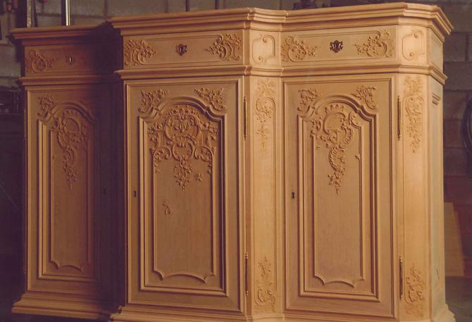 Luikse meubelen luiks meubel sculptuur stijl ornamenten for Style de vie meuble