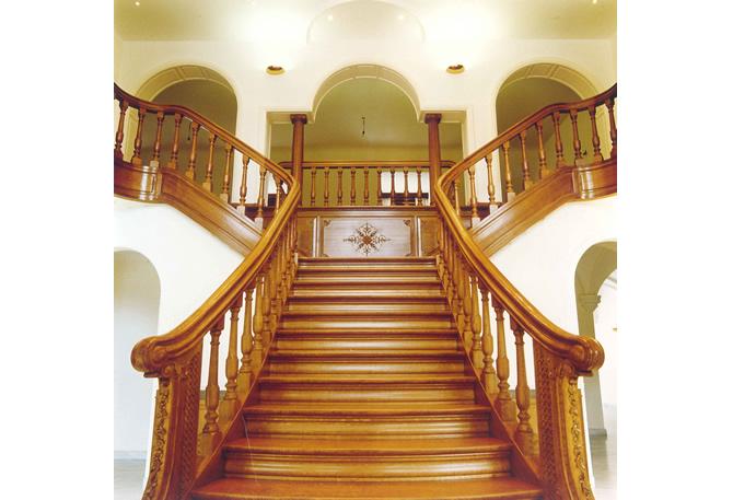 depart d 39 escalier poteau d 39 escalier sculpt en bois. Black Bedroom Furniture Sets. Home Design Ideas